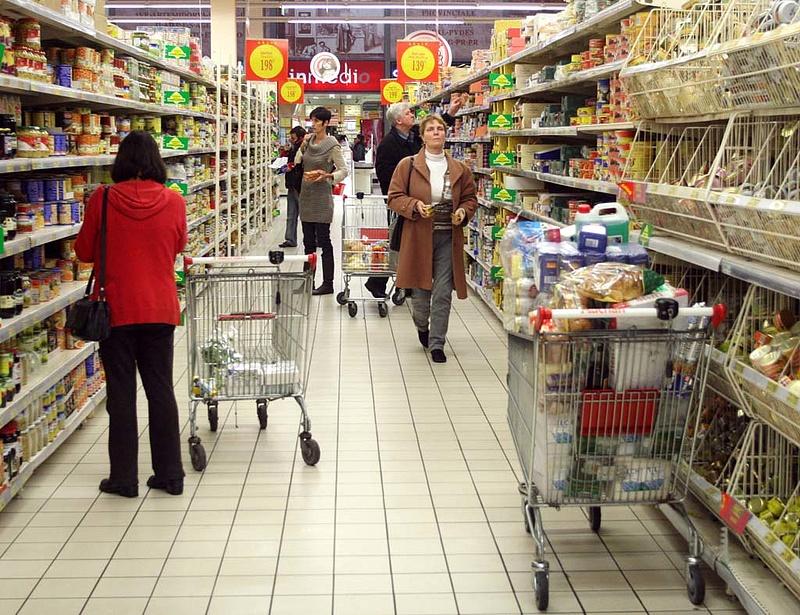 Mennyit költ el a boltokban a magyar?