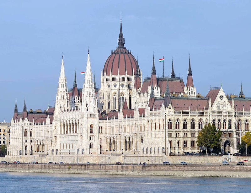 Benyújtotta a kormány a költségvetési törvényjavaslatot - részletek