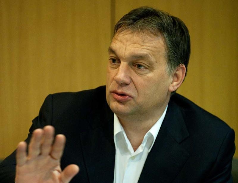 Orbán: ne a nyári szabadságon törjék a fejüket!