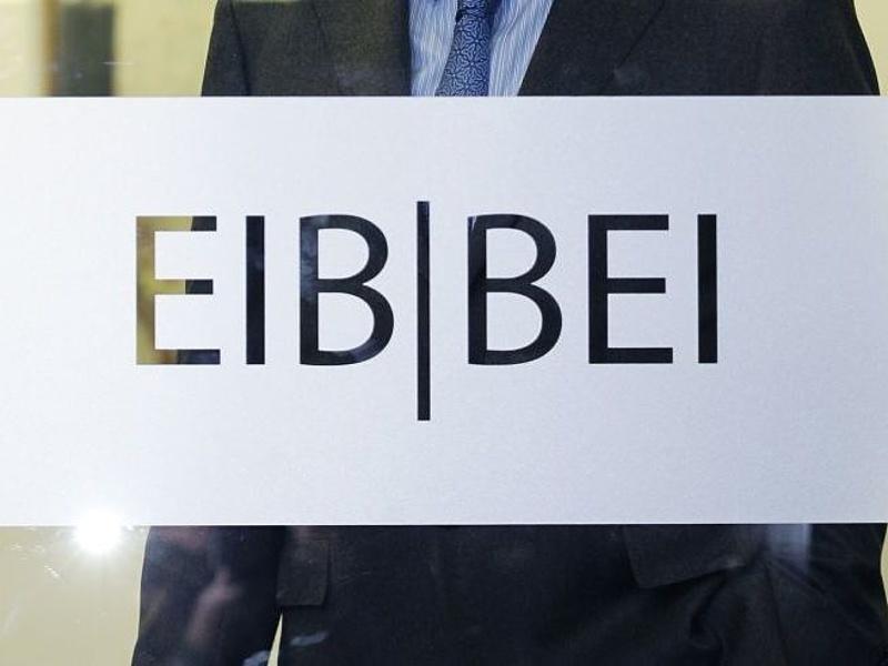 Matolcsy 63 millió eurós hitelszerződést írt alá az EIB-vel (bővített)
