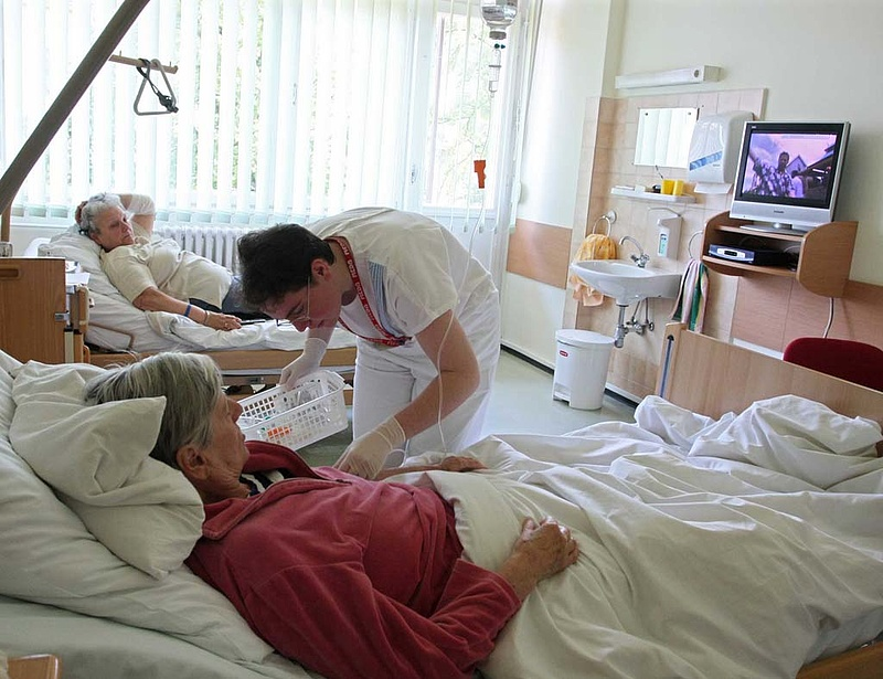 Kötelező nyugdíjazás - bedőlhet az egészségügy?