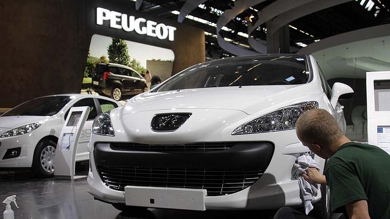 A PSA 2025-től már csak elektromos vagy hibrid autókat gyárt