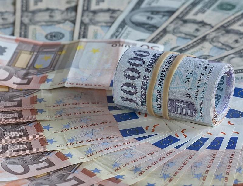 Újra 300 forint alatt az euró