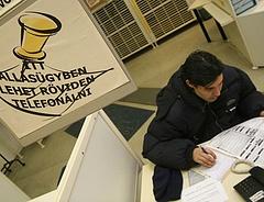 Bezárhatnak a munkaügyi központok? Gyorsan fogynak az álláskeresők