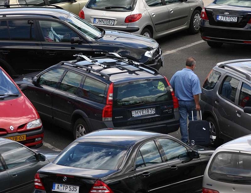 Fizethetik a trükkös parkolási büntetéseket az autósok - nem lép a főváros