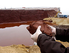 Illés: nem okozott veszélyt az áradás az almásfüzitői vörösiszap-tárolónál