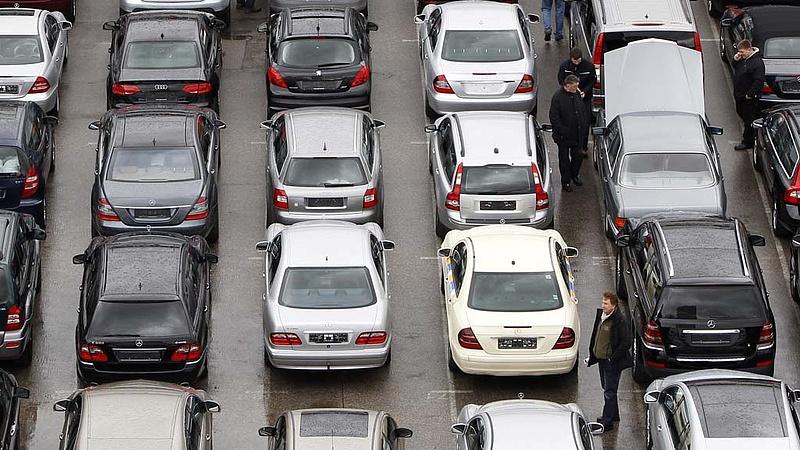 Brutális szám jött az autópiacról