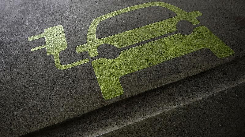 Elektromos autókba ülnek az MNB-nél