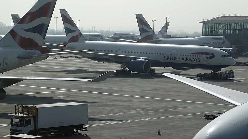 Tömegével törlik a legnagyobb londoni reptér járatait