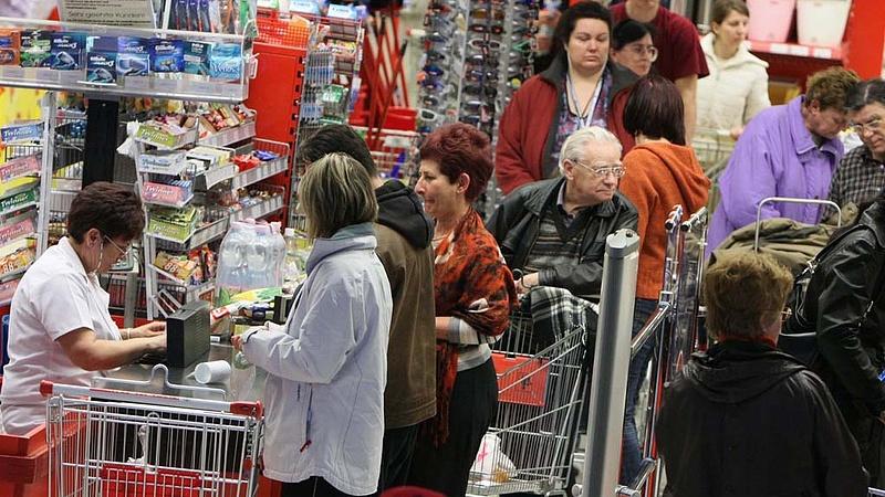 Még mindig kicsi a béremelés a magyar boltokban?