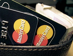 Bankkártyások, figyelem: vége a jó világnak a reptéren