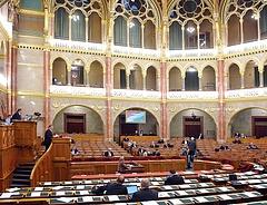 Kivár az Országgyűlés a jegybanktörvénnyel