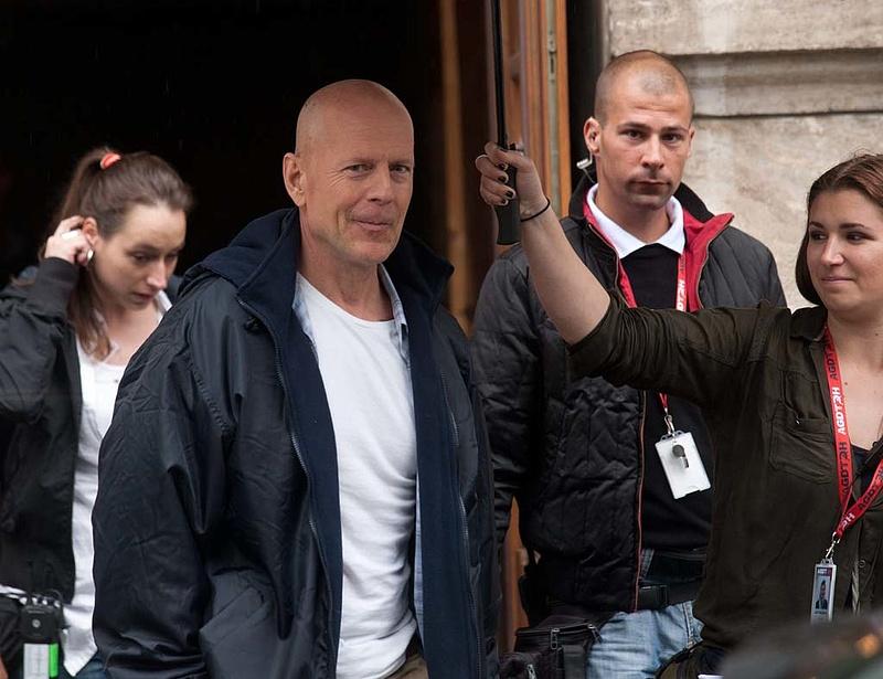 Az Erzsébet-hidat is lezárja Tarlós Bruce Willisnek