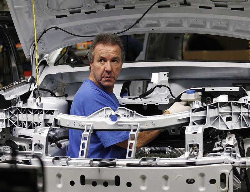 Már a Mercedes motorja húzta az ipart májusban