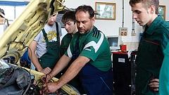 Több fizetést adna a kormány a szakmát tanítóknak