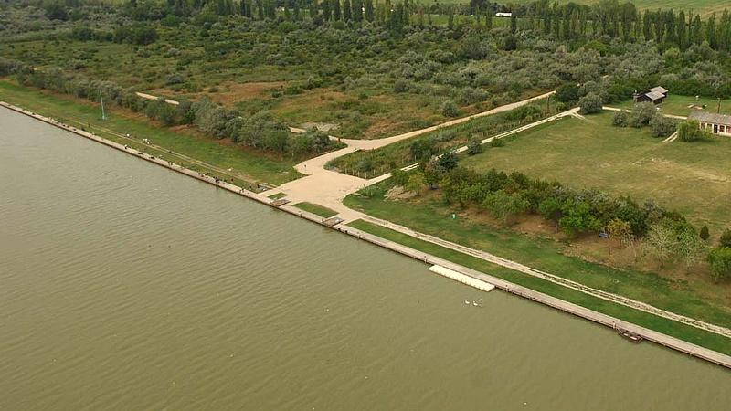 Nagy munka kezdőik a Velencei-tónál
