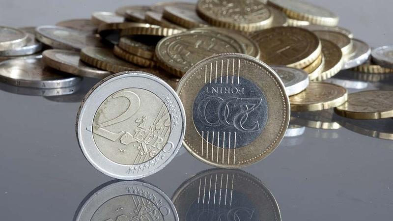 Gyengült a forint az euróval szemben