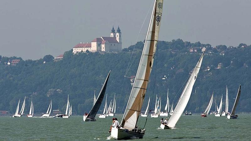 Botrány és óriási fejlesztések a Balatonnál