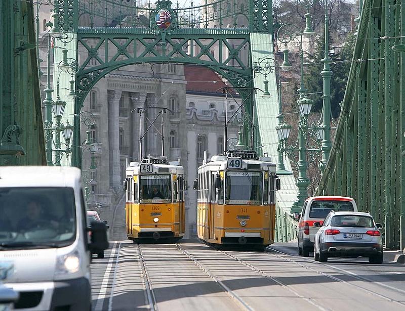Lezárják a Szabadság hidat, és a fél várost