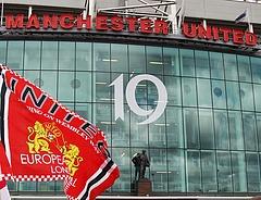 Szurkolók betörtek a Manchester United stadionjába