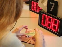 Bankszámlák: ügyfelek tízezrei rohamoztak a határidő miatt