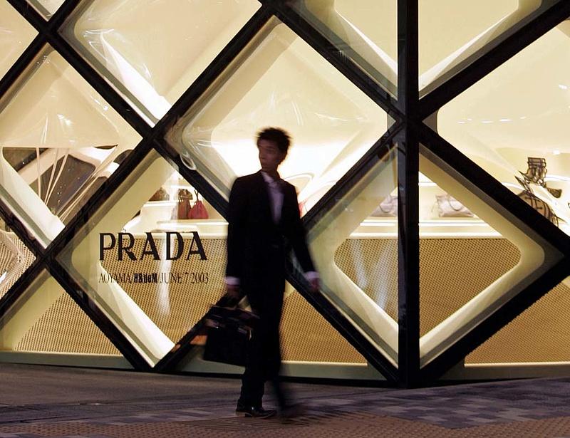 Prada, Gucci, Louis Vuitton - ádáz csata dúl a luxusiparban