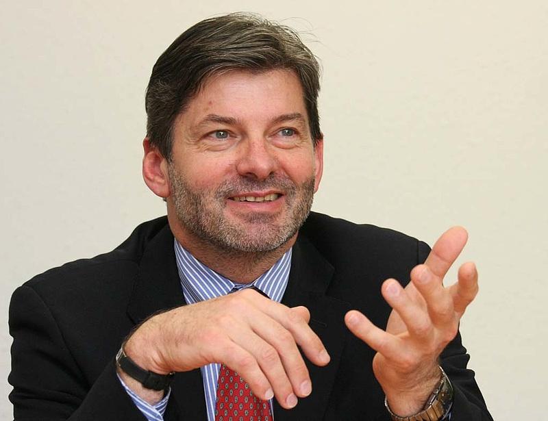 Fekete-Győr: felül kell vizsgálni a jelenlegi irányelveket