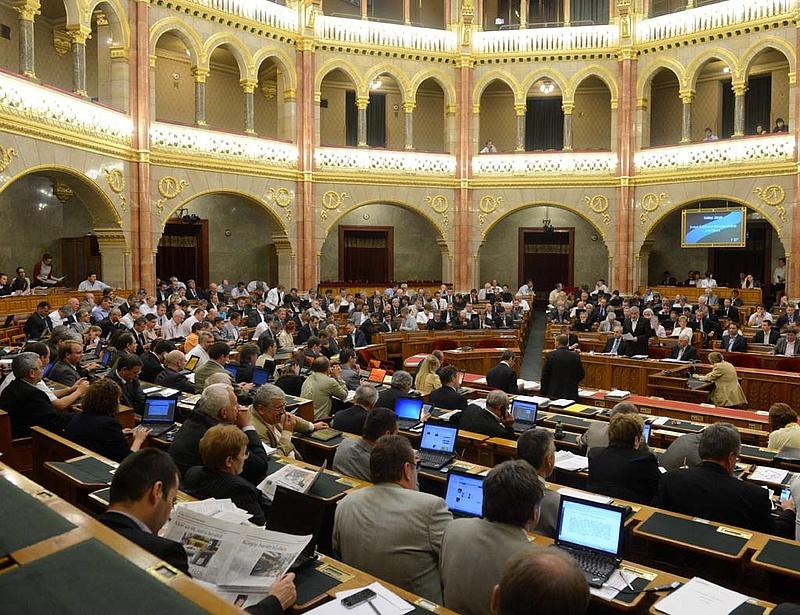 A menekültkvóta és a szegénység is téma volt a Parlamentben