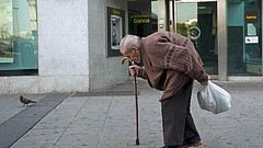 Rokkantnyugdíj: változtatnának a rendszeren, a kormánynál pattog a labda