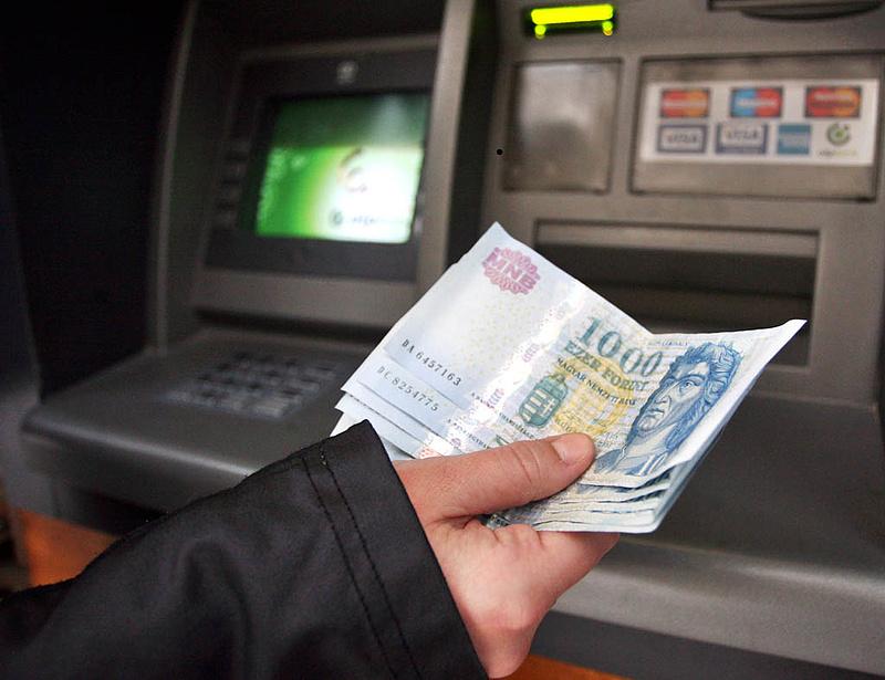 Ilyen lesz az ingyenes készpénzfelvétel - itt az új rendelet