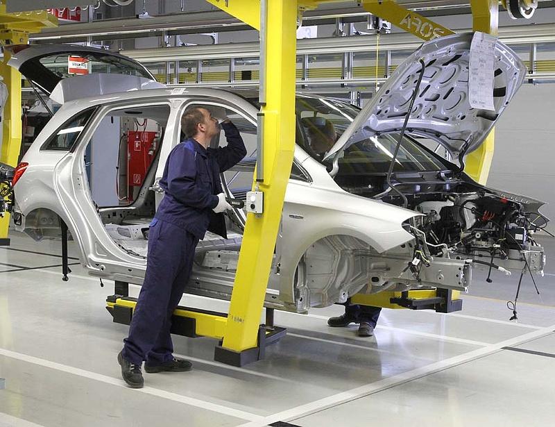 Rekorddöntésre készül a Mercedes