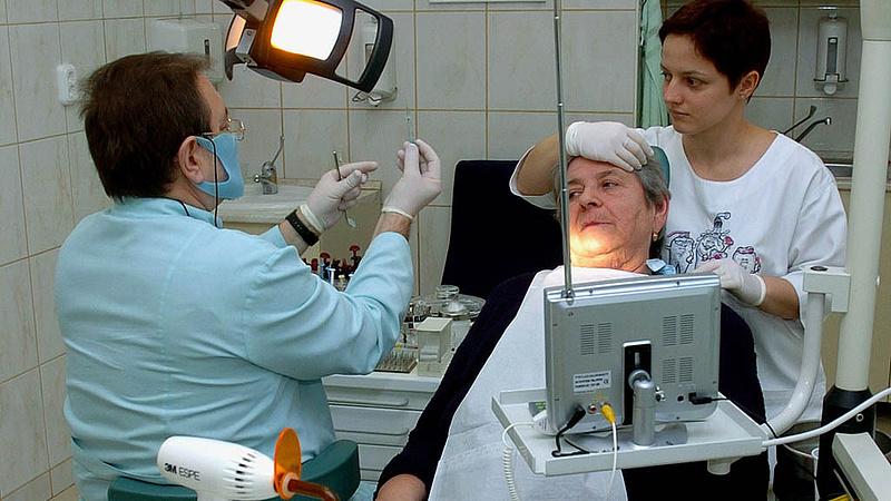 Elege lett a magyar fogorvosoknak - megtagadhatják a munkát