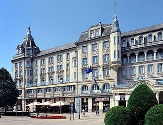 A Mathias Corvinus Collegium megvette a Hotel Aranybikát
