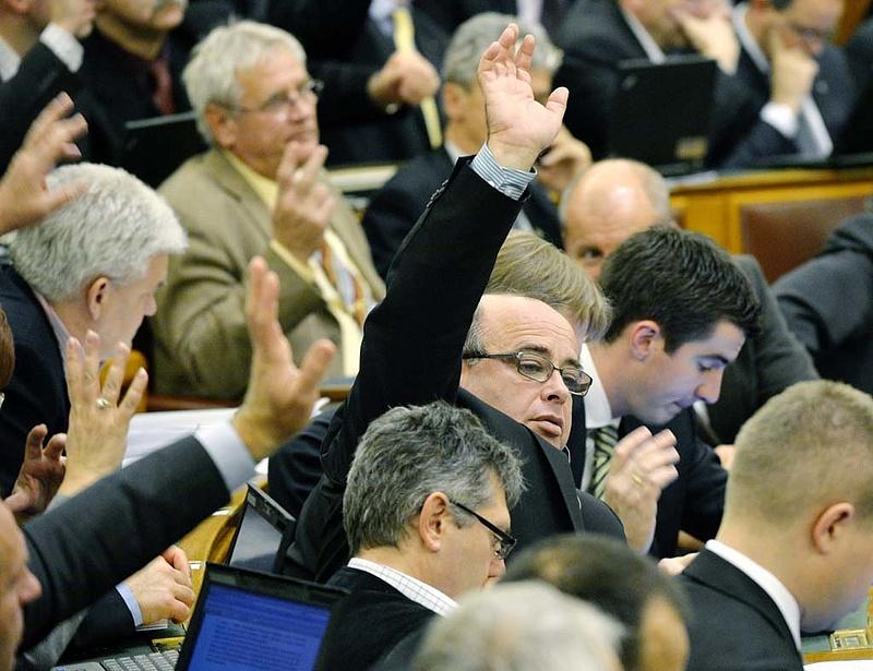 Rendhagyó ülésekkel folytatja az Országgyűlés
