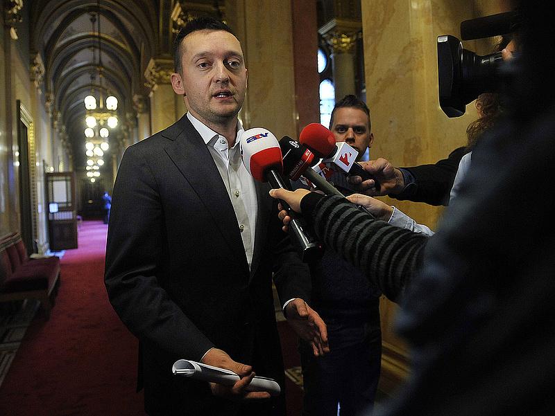 A Fidesz harcba száll az EP-vel