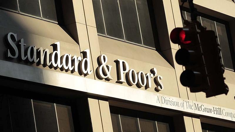 Hitelminősítés: a Standard & Poor's nem változtatott