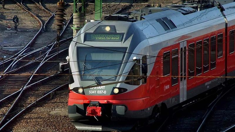 Vácra már lehet vonatozni, Fótra még kell a pótlás