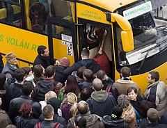 Baleset érte buszon, vonaton vagy metrót? Erre figyeljen!
