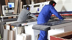 Százmilliókat költ csöndben külföldi vendégmunkásokra a kormány