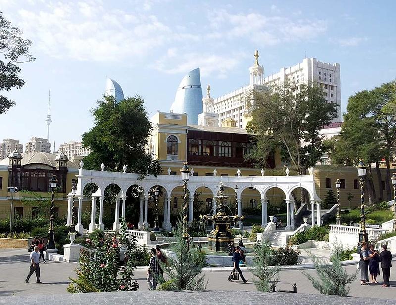 Azerbajdzsán 33,5 százalékkal leértékelte nemzeti valutáját