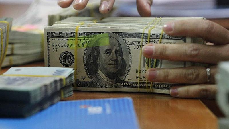 Gyengült a dollárral szemben a forint