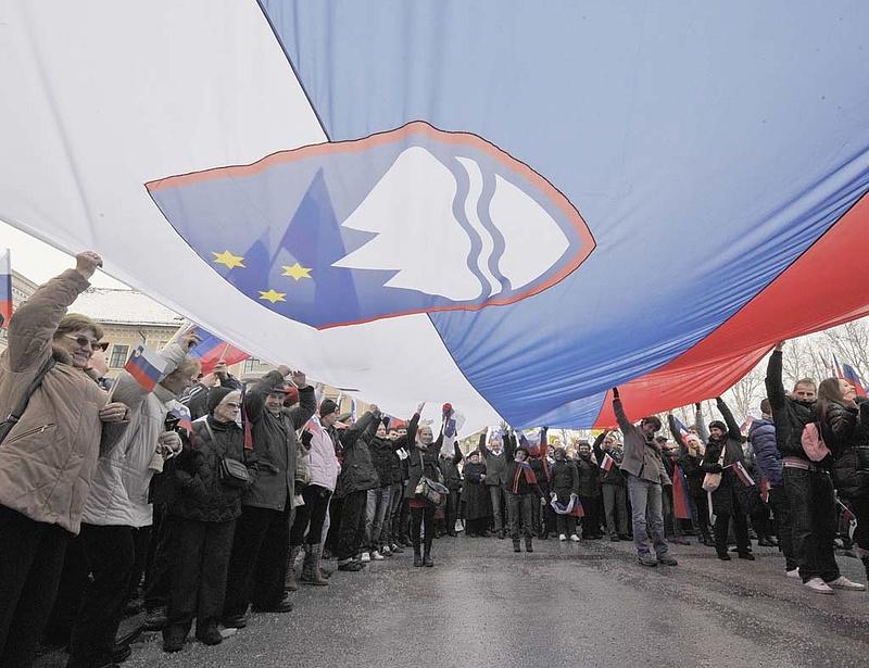 Lassult a szlovén visszaesés