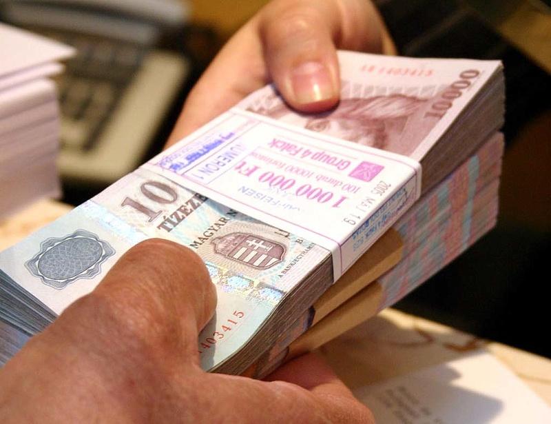 Hogyan bünteti a készpénzfizetést a NAV?