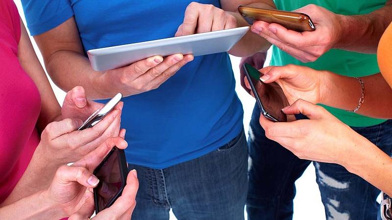 Koronavírus: táblagépekkel és mobilnettel segítenek az innovatív gyógyszergyártók