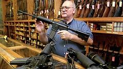 A fegyvertartás szigorítása ellen lobbizik Csehország