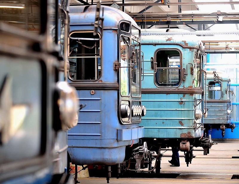 Leáll a 3-as metró - milliárdokból vesznek buszokat