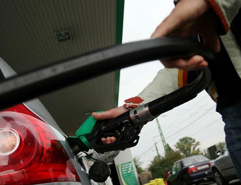 Benzináremelés: ebben is éllovas Magyarország