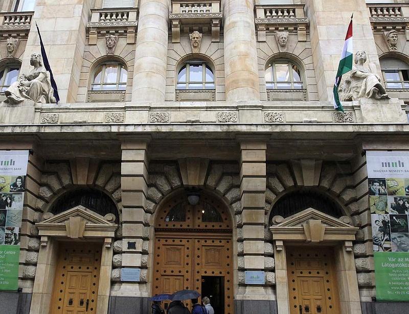 A monetáris tanács összes jelenlévő tagja támogatta a kamattartást