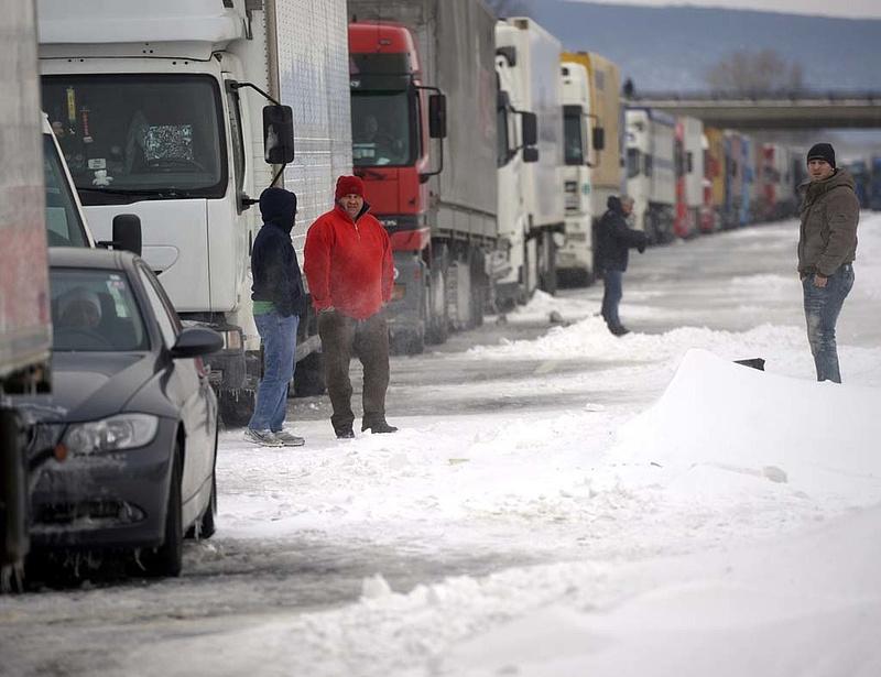 Autóval már szabad az átkelés Szerbiába