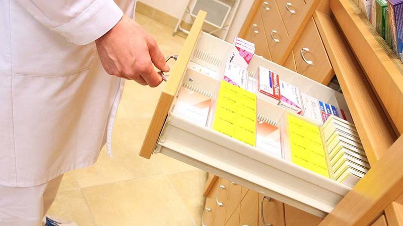Ráfázhatnak a betegek - újabb gyógyszertárakat zárhatnak be!